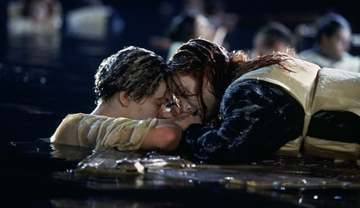 Titanic-Movie-Jack-And-Rose-In-Water